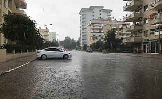 Alanya sağanak yağmura hazırlıksız yakalandı