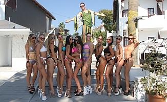 Alanya'da turistlerden çılgın parti!