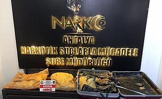 Havalimanında uyuşturucu operasyonu: 2 tutuklama