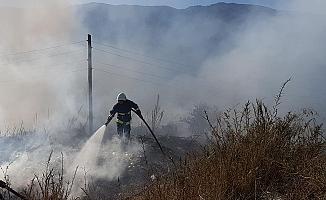 Hafriyat ve sera atıklarının döküldüğü alanda yangın