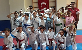 Karateciler Alanya'da kupayla döndü
