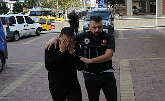 Alanya'da otobüsten inen şüphelinin üzerinden uyuşturucu çıktı