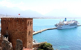 İngiliz turistler Alanya'ya denizden geldi