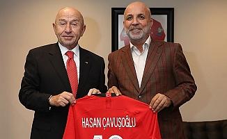 Özdemir'den Başkan Çavuşoğlu'na özel forma