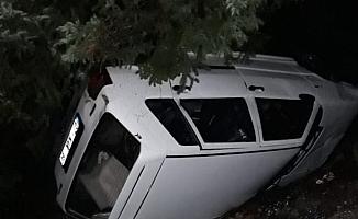 Alanya'da kaza otomobil şarampole yuvarlandı