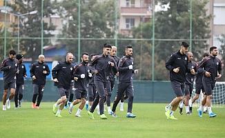 Alanyaspor- Antalyaspor maçında taraftar stada akın edecek