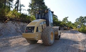 Alanya'nın batısında asfalt hazırlığı