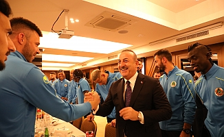 Bakan Çavuşoğlu, Alanyaspor kampını ziyaret etti