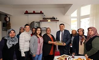 Başkan Yücel, Alanya'ya yeni taşınan vatandaşları ziyaret etti