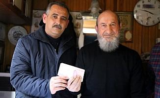 Bu para Elazığ'a gönderilen yardım kolisinin içinden çıktı!