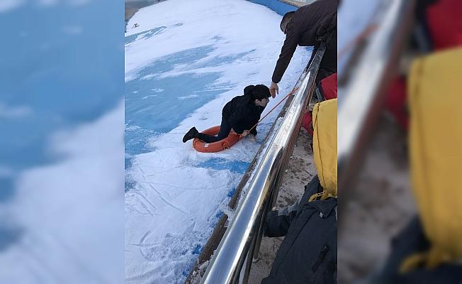 Karaman'da düştüğü suni göletten çıkamayan çocuğu AFAD kurtardı
