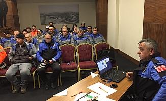 Polisten temizlik işçilerine seminer