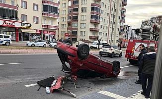 Takla atan otomobilin sürücüsü hafif yaralı olarak kurtuldu