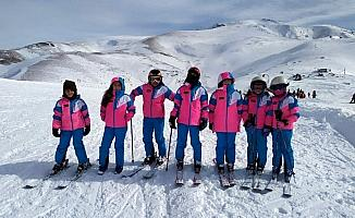 Gümüşhane'de kurtuluşa özel kayak yarışmaları yapıldı