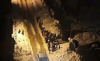 İran'daki deprem Hakkarili vatandaşları sokağa döktü