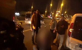 (Özel) E-5 kara yolunda kazazedeye yardım seferberliği kamerada