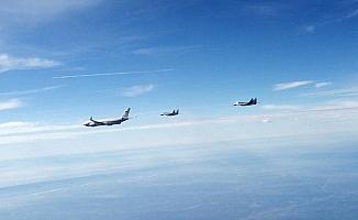 Rusya Savunma Bakanı Şoygu'nun uçağına Sırp uçakları eşlik etti