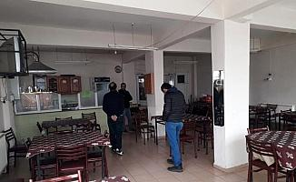 Polis kıraathaneleri bastı