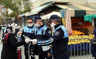 Alanya'da vatandaşlara ücretsiz maske dağıtımı başladı