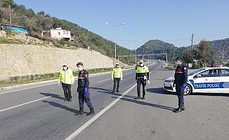 Antalya girişinden 2 bin 809 kişi geri gönderildi!