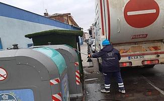 Çöp konteynerleri yıkanarak dezenfekte edildi