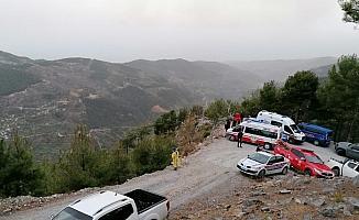 (Düzeltme) Alanya'da otomobil uçuruma yuvarlandı: 1 ölü, 1 ağır yaralı