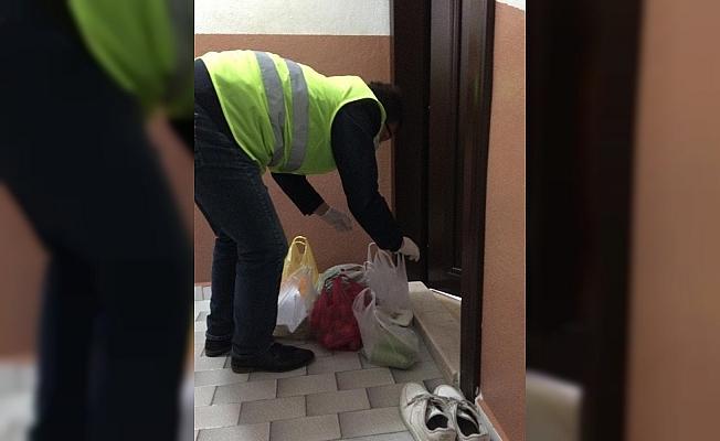 İzmit'te sokağa çıkamayan vatandaşların ihtiyaçları kapısına gidiyor