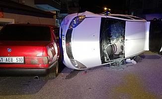 Tartıştığı şahısların üzerine otomobili sürmeye çalışan sürücü park halindeki araca çarptı: 2 yaralı