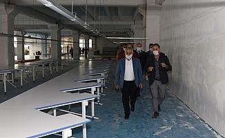 Başkan Zeybek bin kişiye istihdam sağlayacak tekstil fabrikasını inceledi