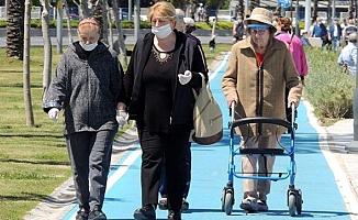 Sokağa çıkma kısıtlaması olan 65 yaş üstüne izin iki güne çıkarılıyor
