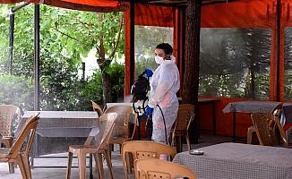 Yeniden açılan işyerleri dezenfekte ediliyor