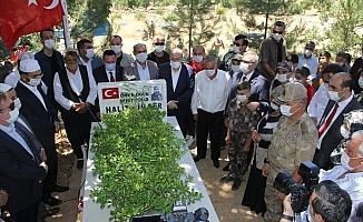 15 Temmuz'un şehitleri Diyarbakır'da kabirleri başında anıldı