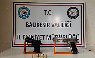 Balıkesir'de polis 9 silah ve 108 fişek ele geçirdi