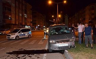 Hafif ticari aracın çarptığı yaşlı adam yaralandı