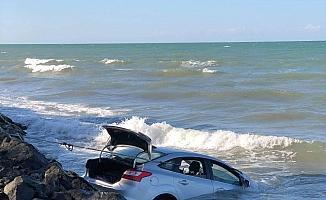 Samsun'da otomobil denize uçtu, sürücü sağ kurtuldu