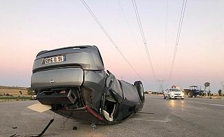 Takla atıp ters dönen otomobilde 1 kişi yaralandı