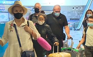 Ukraynalı turistler Antalya'ya ayak bastı