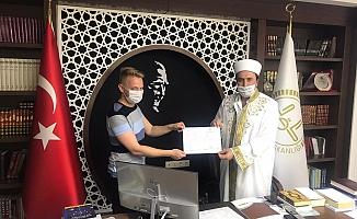 Alanya'da İngiliz genç İslamiyet'i seçti