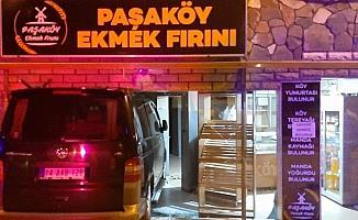 Bolu'da kontrolden çıkan minibüs ekmek fırınına girdi