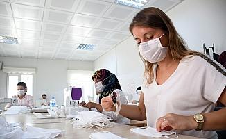 Kemer Belediyesinden 3 ayda 154 bin maske üretimi