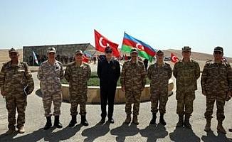 Milli Savunma Bakanı Akar ve TSK Komuta Kademesi Azerbaycan'da icra edilen tatbikatı izledi