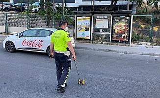 (Özel) İstanbul'da motosikletlinin kaputa uçtuğu kaza kamerada