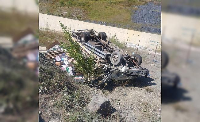 Yoldan çıkan kamyonet şarampole yuvarlandı: 1 yaralı