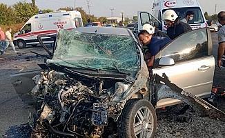 Hatay'da otomobiller kafa kafaya çarpıştı: 1 ölü, 1 yaralı