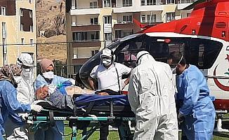 Korona hastası yaşlı adam ambulans helikopter ile hastaneye kaldırıldı