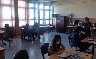 Malazgirt'te yüzlerce öğrenci EBA destek noktasından faydalanıyor