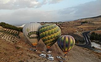 Pamukkale'de balon uçuşlarına Rus turistlerden ilgi