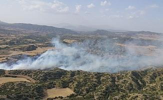 Rüzgarın hakim olduğu ormanlık alanda yangın çıktı