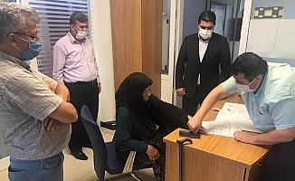 Selde yaralarını saran Kızılay'a arsalarını bağışladı