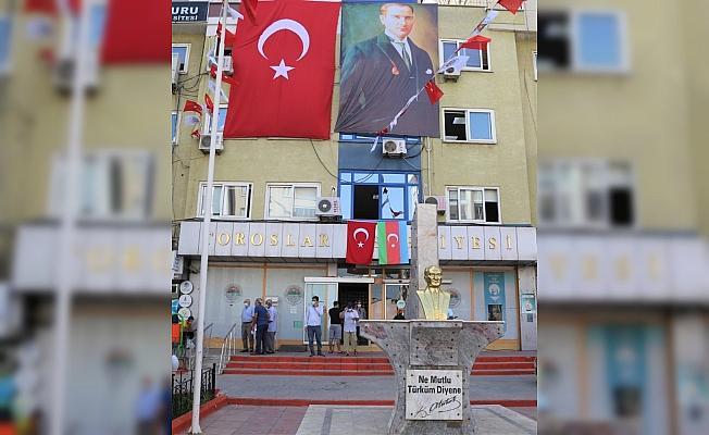 Toroslar Belediyesi'nden Azerbaycan'a bayraklı destek